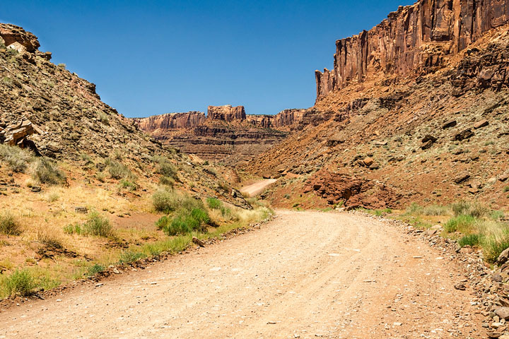winding road in the Utah desert